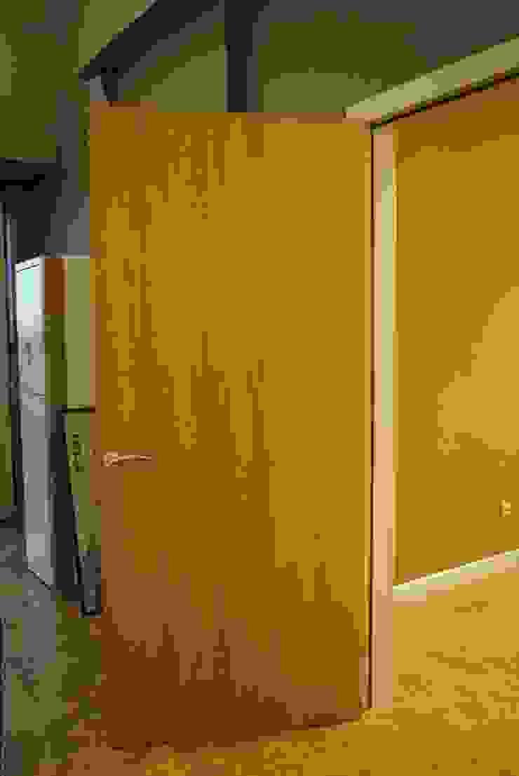 Ziynet Mobilya Dekorasyon San. Tic. Ltd. Şti. – ofis kapısı: modern tarz , Modern Ahşap Ahşap rengi
