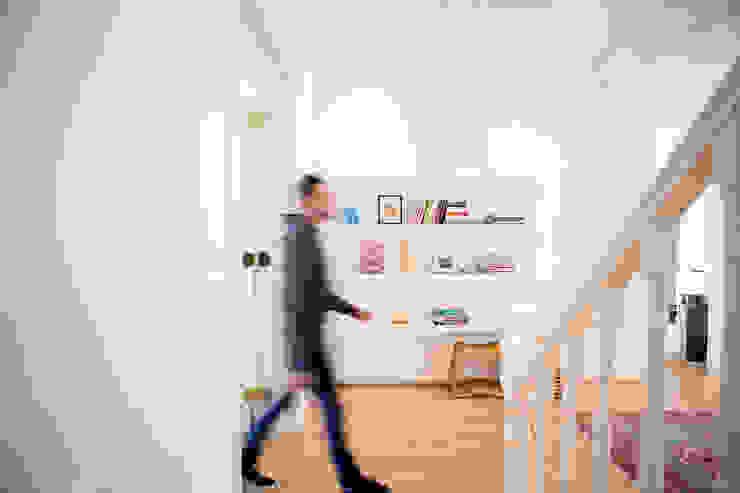 ATTIK Design 斯堪的納維亞風格的走廊,走廊和樓梯