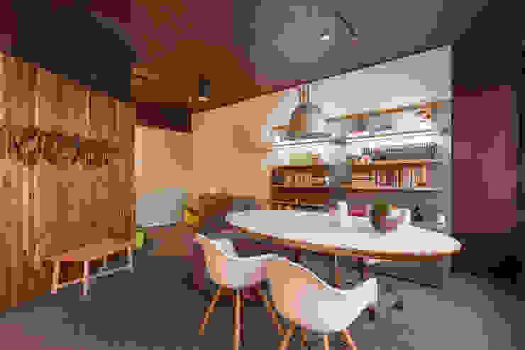de Stemmer Rodrigues Moderno Compuestos de madera y plástico