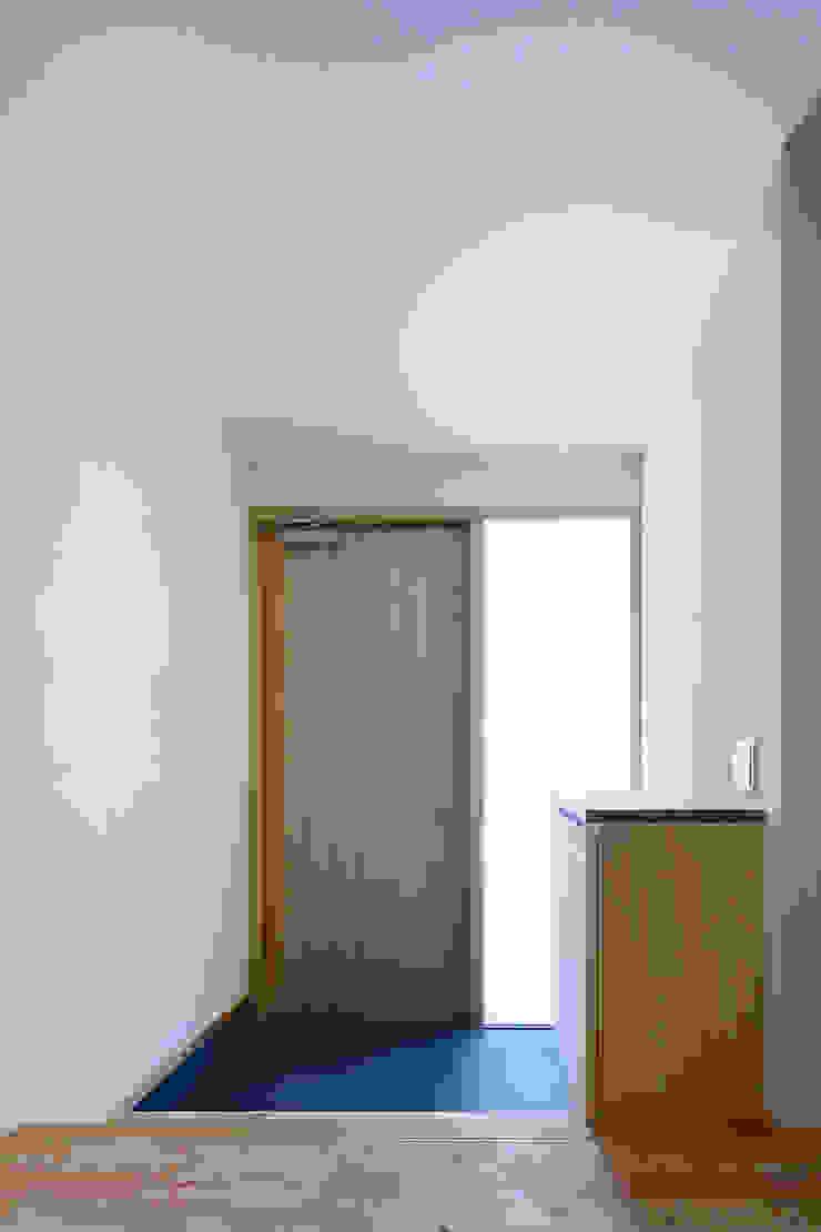 小笠原建築研究室 Modern Corridor, Hallway and Staircase Wood White