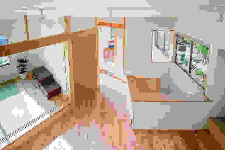 小笠原建築研究室 Modern dining room Solid Wood White