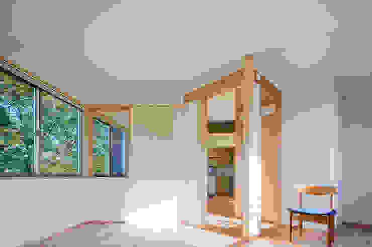 小笠原建築研究室 Nursery/kid's room Solid Wood White
