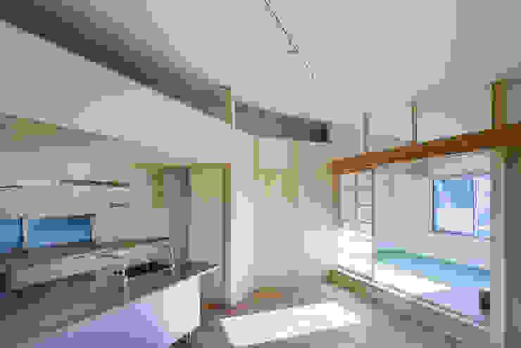 小笠原建築研究室 Modern kitchen Solid Wood Metallic/Silver