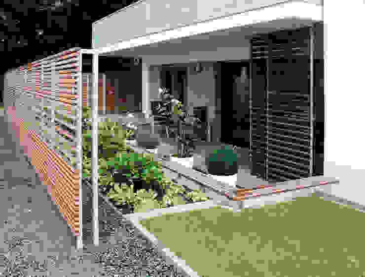 Stadtvillen Blankenese Munder und Erzepky Landschaftsarchitekten Moderner Balkon, Veranda & Terrasse