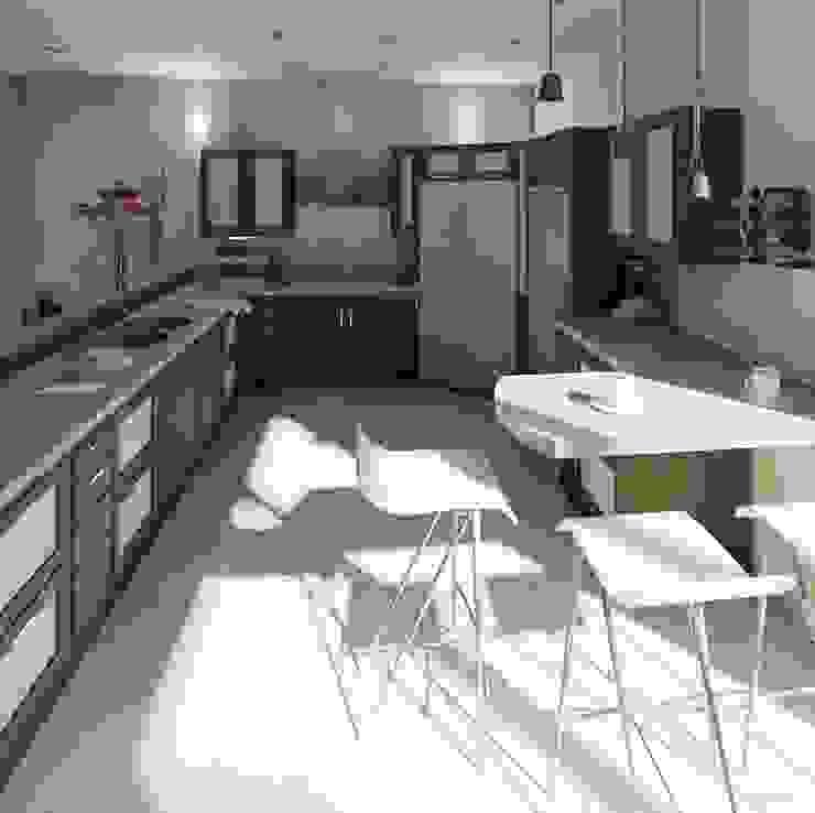 Vista interna de la cocina:  de estilo  por Diseño Store