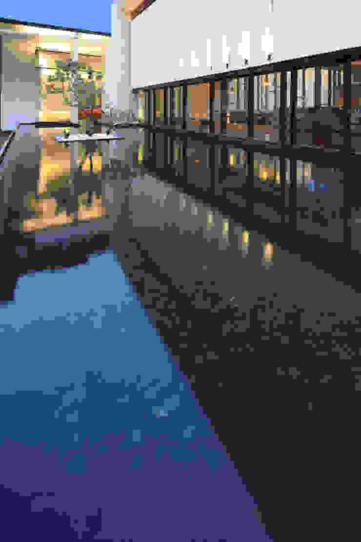入口景觀池 根據 Arcadian Design 冶鑄設計 現代風