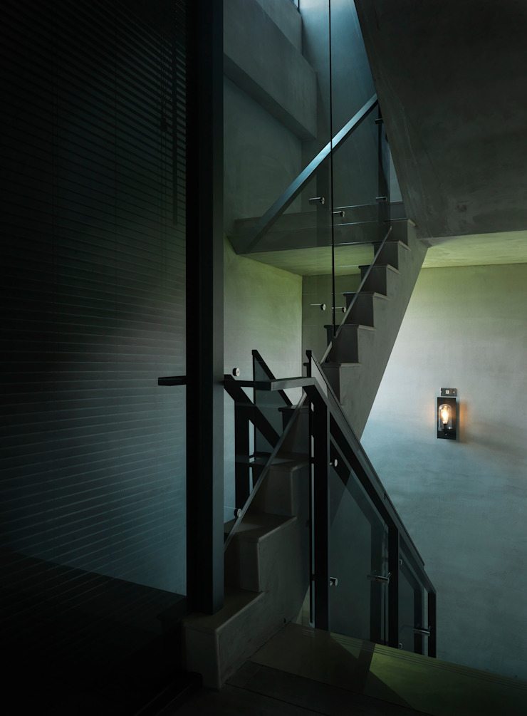 Quiet home 工業風的玄關、走廊與階梯 根據 夏沐森山設計整合 工業風