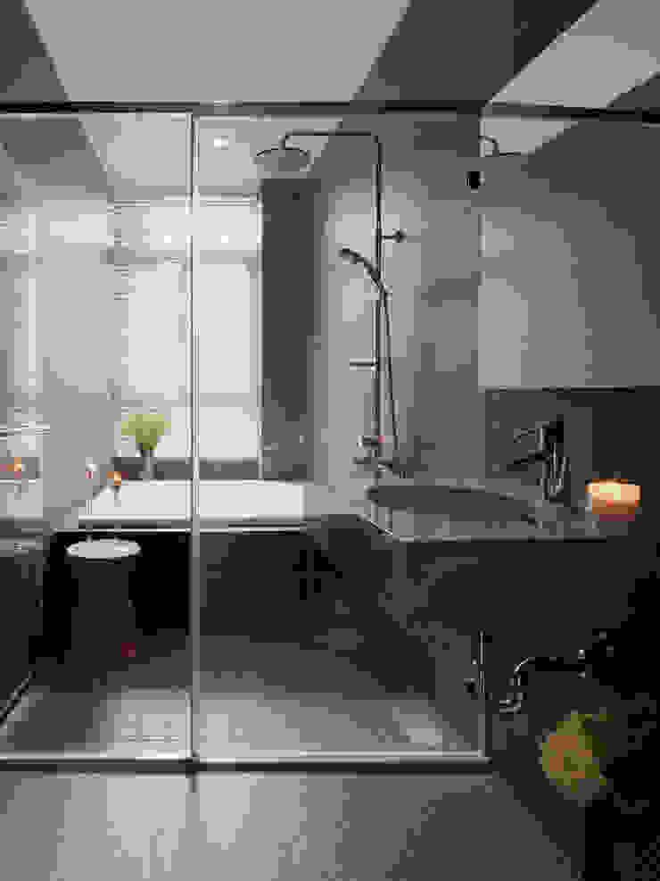 Freedom house 現代浴室設計點子、靈感&圖片 根據 夏沐森山設計整合 現代風