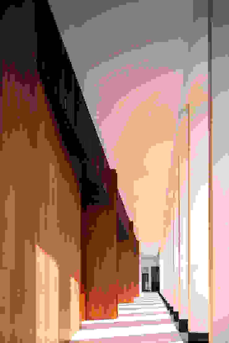 廊道 根據 Arcadian Design 冶鑄設計 現代風