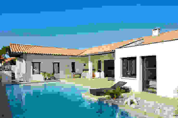 現代房屋設計點子、靈感 & 圖片 根據 Agence CréHouse 現代風