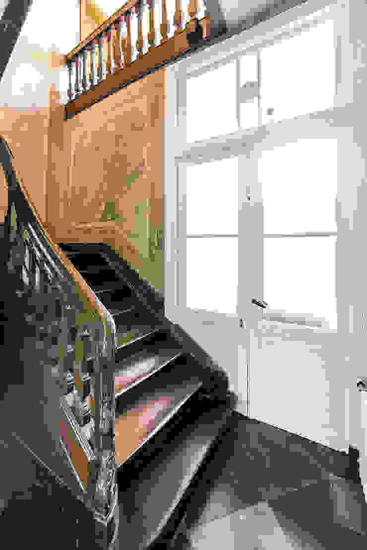 RE-THINKING CONVENT Moderne gangen, hallen & trappenhuizen van ZOOM.INDUSTRIES Modern Hout Hout