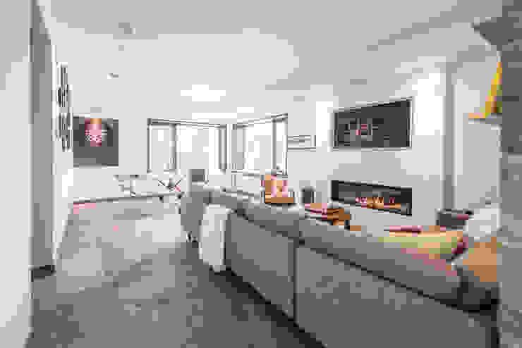 Modern living room by BLDG Workshop Inc. Modern