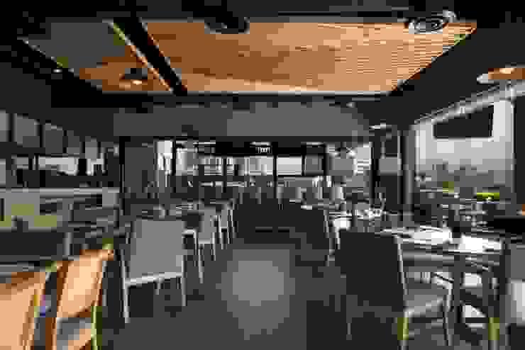 Salón principal Gastronomía de estilo moderno de Segovia ARQ Moderno