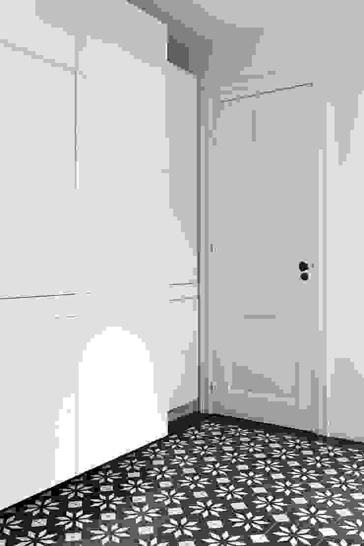 BLACK & WHITE Moderne keukens van ZOOM.INDUSTRIES Modern Hout Hout