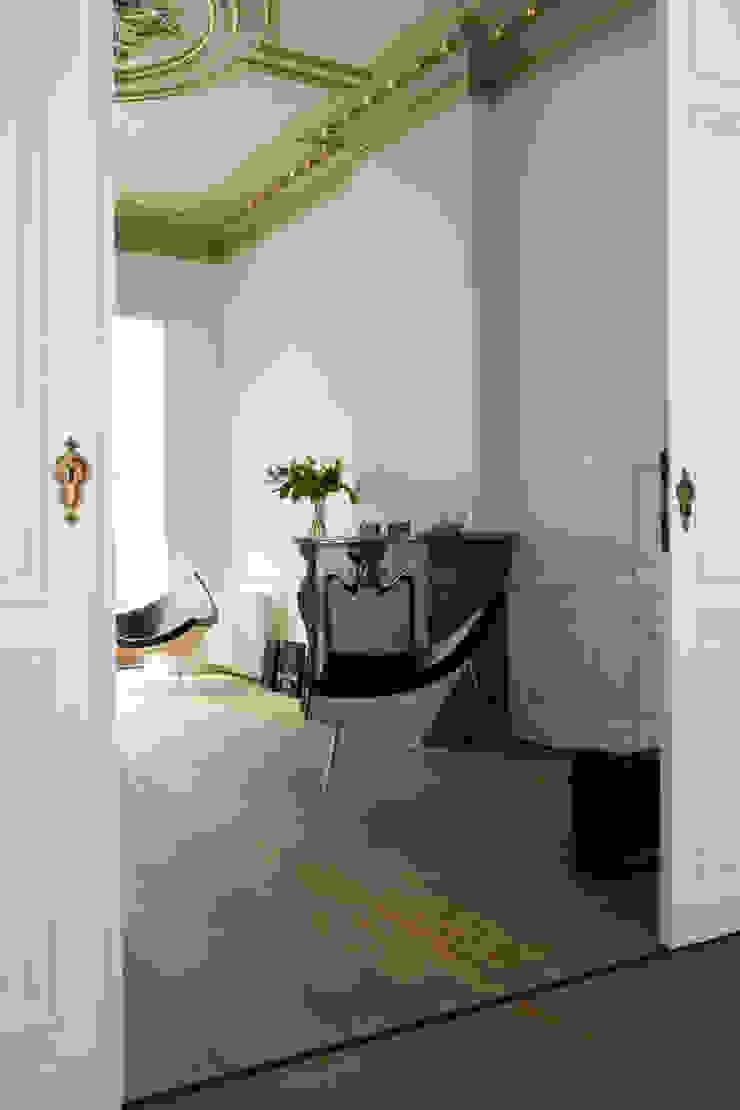 Modern Living Room by ZOOM.INDUSTRIES Modern