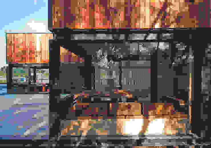 Qfarm 現代房屋設計點子、靈感 & 圖片 根據 FAMWOOD 自然紅屋 現代風