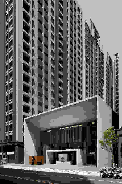高層建築環繞之下的會館純粹幾何建築量體: 現代  by Arcadian Design 冶鑄設計, 現代風