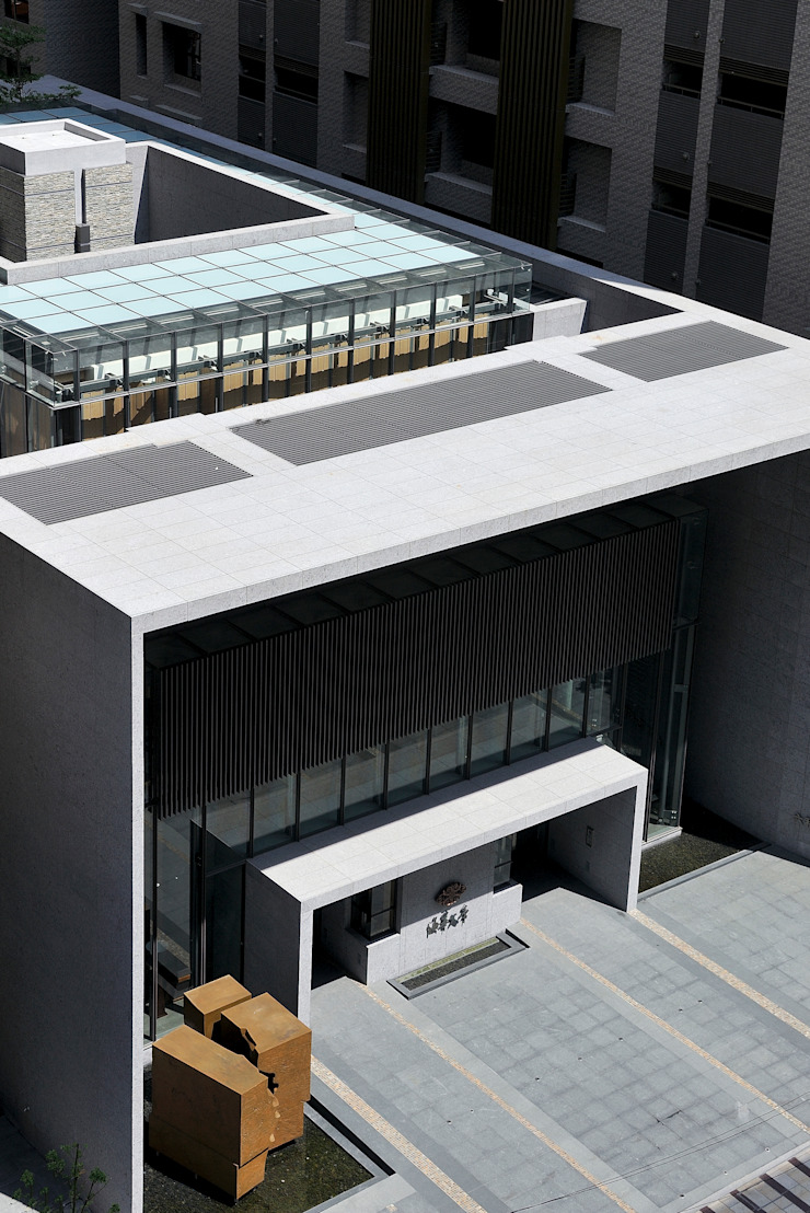 玻璃與石材量體相互嵌卡形成的建築造型: 現代  by Arcadian Design 冶鑄設計, 現代風