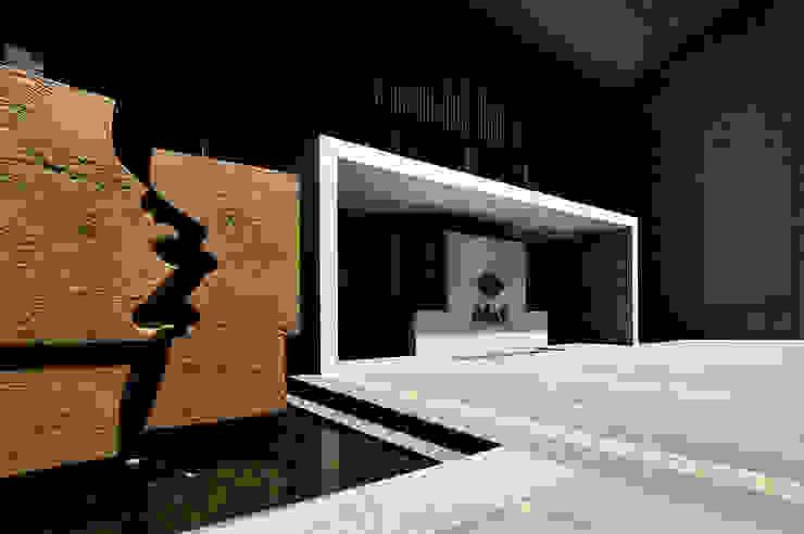 入口零二設計製作的公共藝術「盤古開天」: 現代  by Arcadian Design 冶鑄設計, 現代風