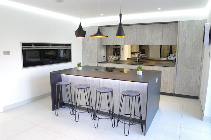 An effortlessly, stylish design Moderne Küchen von PTC Kitchens Modern