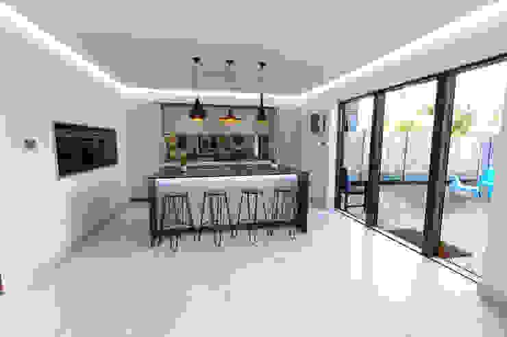 An effortlessly, stylish design Modern Kitchen by PTC Kitchens Modern