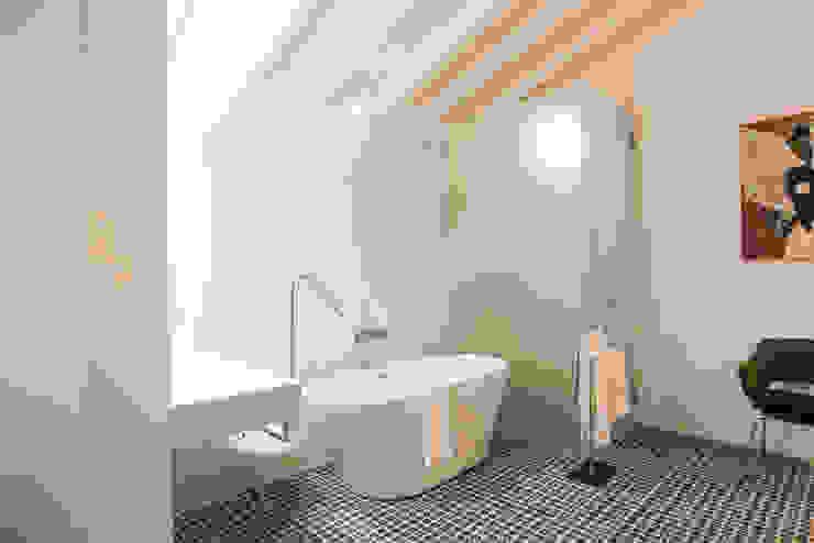 Bathroom Salle de bain minimaliste par studioarte Minimaliste
