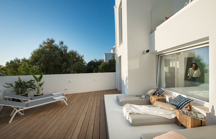 Terrace by studioarte Minimalist