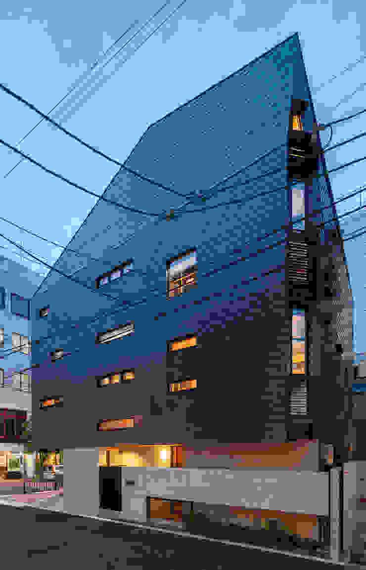 Modern houses by エム・アイ・エー・アーキテクツ有限会社 Modern Metal