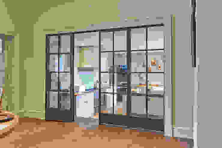 Bronze screen with slimline doors Architectural Bronze Ltd Вікна & Дверi Двері Мідь / Бронза / Латунь Коричневий