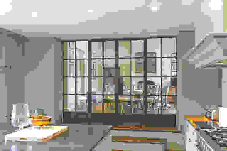 Bronze screen with slimline doors Architectural Bronze Ltd Вікна & Дверi Windows Мідь / Бронза / Латунь Коричневий