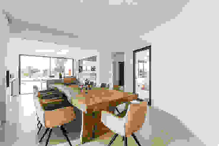 Livingroom/Kitchen by studioarte Сучасний