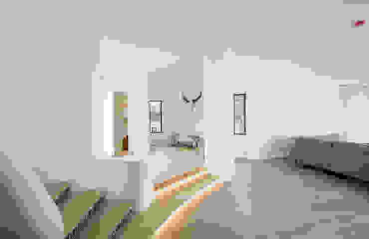 LED Stairs Ruang Keluarga Modern Oleh studioarte Modern