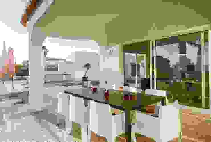 CASA MINHA Balcones y terrazas minimalistas de studioarte Minimalista