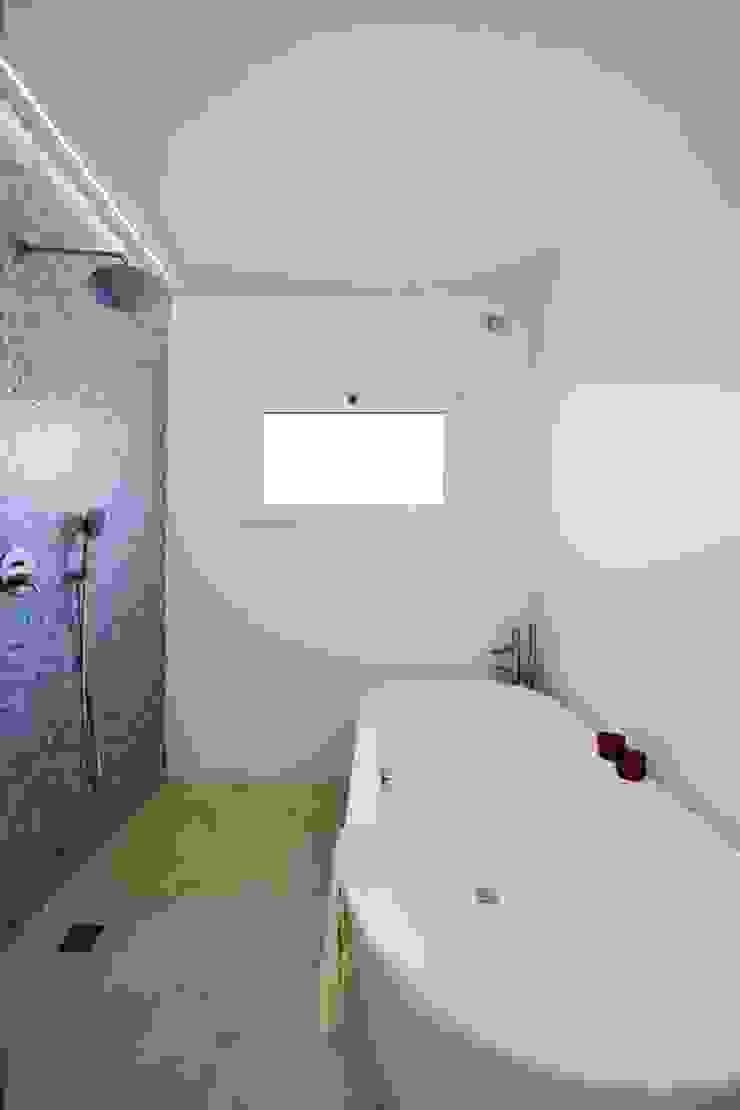 CASA MINHA Casas de banho minimalistas por studioarte Minimalista
