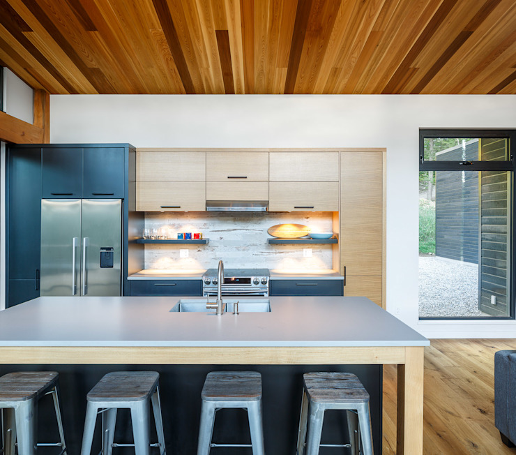 Lac St. Sixte Summer Residence Modern kitchen by Flynn Architect Modern