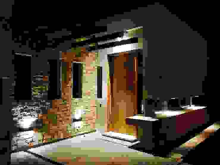 noche Casas modernas: Ideas, imágenes y decoración de modulo cinco arquitectura Moderno Piedra