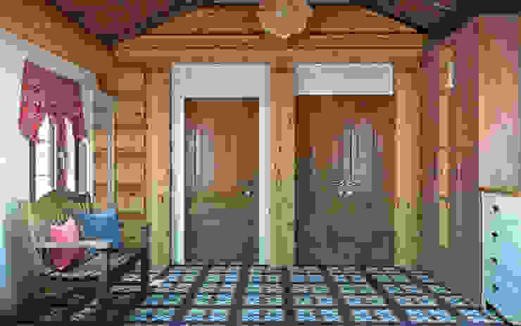 Couloir, entrée, escaliers rustiques par rudakova.ru Rustique Bois Effet bois