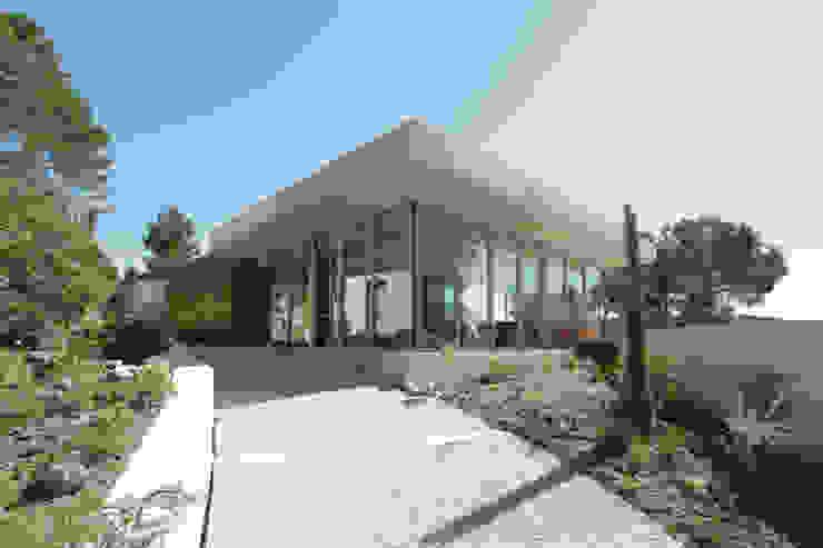 現代房屋設計點子、靈感 & 圖片 根據 UNIC architecture 現代風