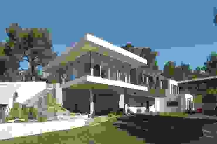 Дома в стиле модерн от UNIC architecture Модерн