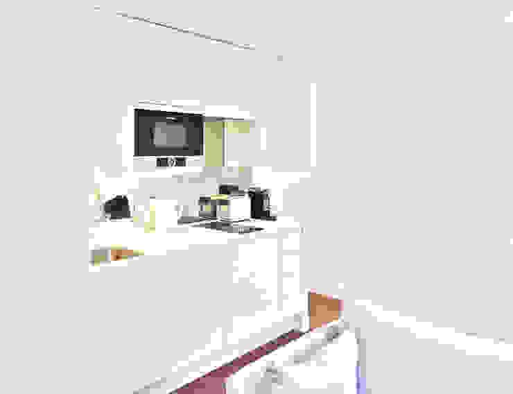 Refurbishment of a 250sqft apartment next to Hyde Park, London, W2:  Kitchen by GK Architects Ltd,