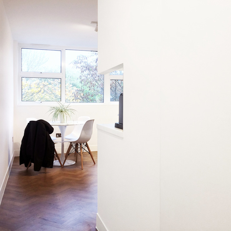 Refurbishment of a 250sqft apartment next to Hyde Park, London, W2:  Dining room by GK Architects Ltd,
