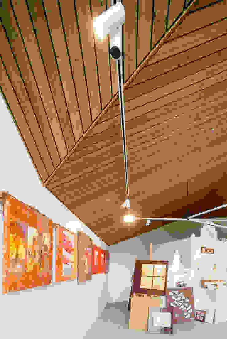 Interieur: Poolhouse / Atelier Moderne wijnkelders van [delacourt][vanbeek] Modern
