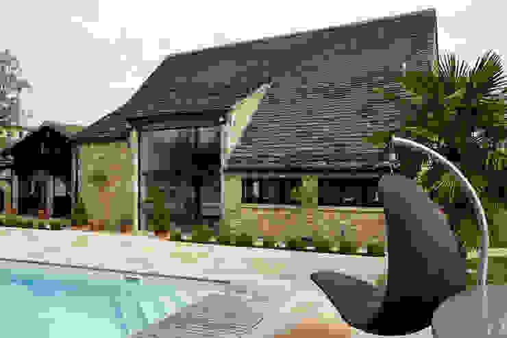 External photo Trombe Ltd Puertas y ventanas de estilo moderno