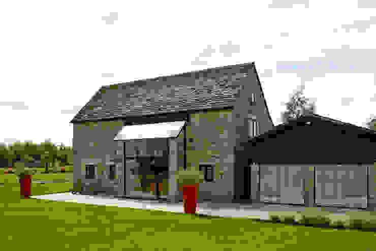 External phoot Trombe Ltd Puertas y ventanas de estilo moderno