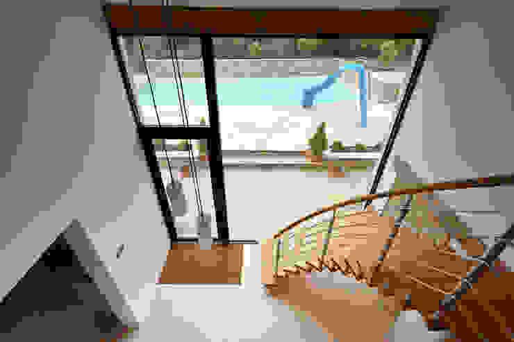 Internal photo Trombe Ltd Puertas y ventanas de estilo moderno