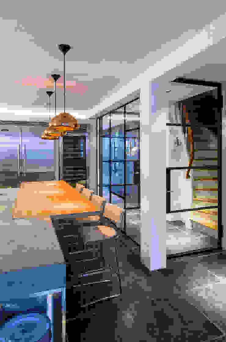 keukeneiland : modern  door Studio Kuin BNI, Modern Keramiek