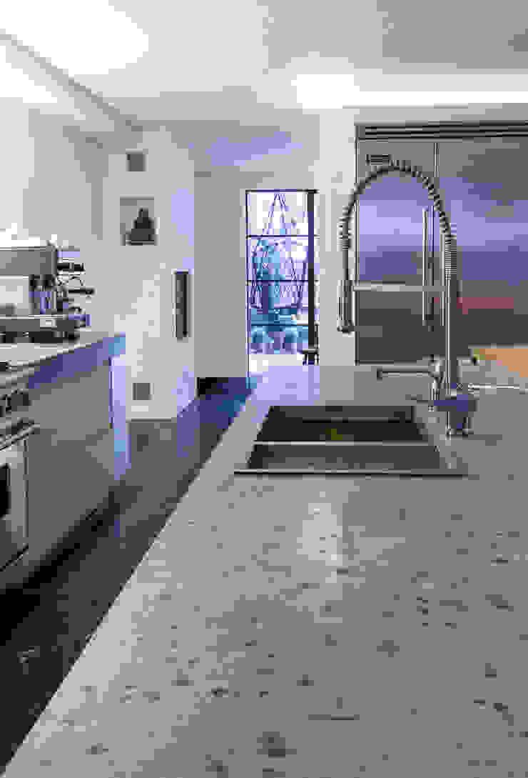 keukeneiland: modern  door Studio Kuin BNI, Modern Beton
