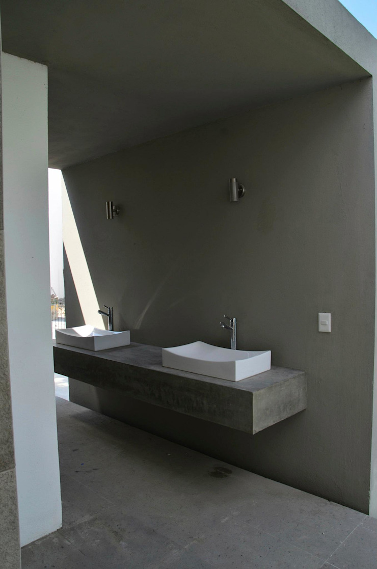 RESIDENCIA LAS MONTAÑAS Baños modernos de TREVINO.CHABRAND | Architectural Studio Moderno