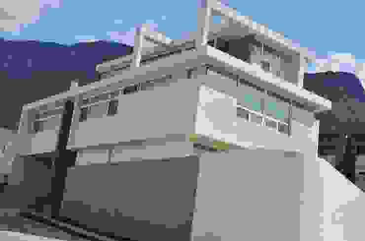 RESIDENCIA LAS MONTAÑAS Casas modernas de TREVINO.CHABRAND   Architectural Studio Moderno