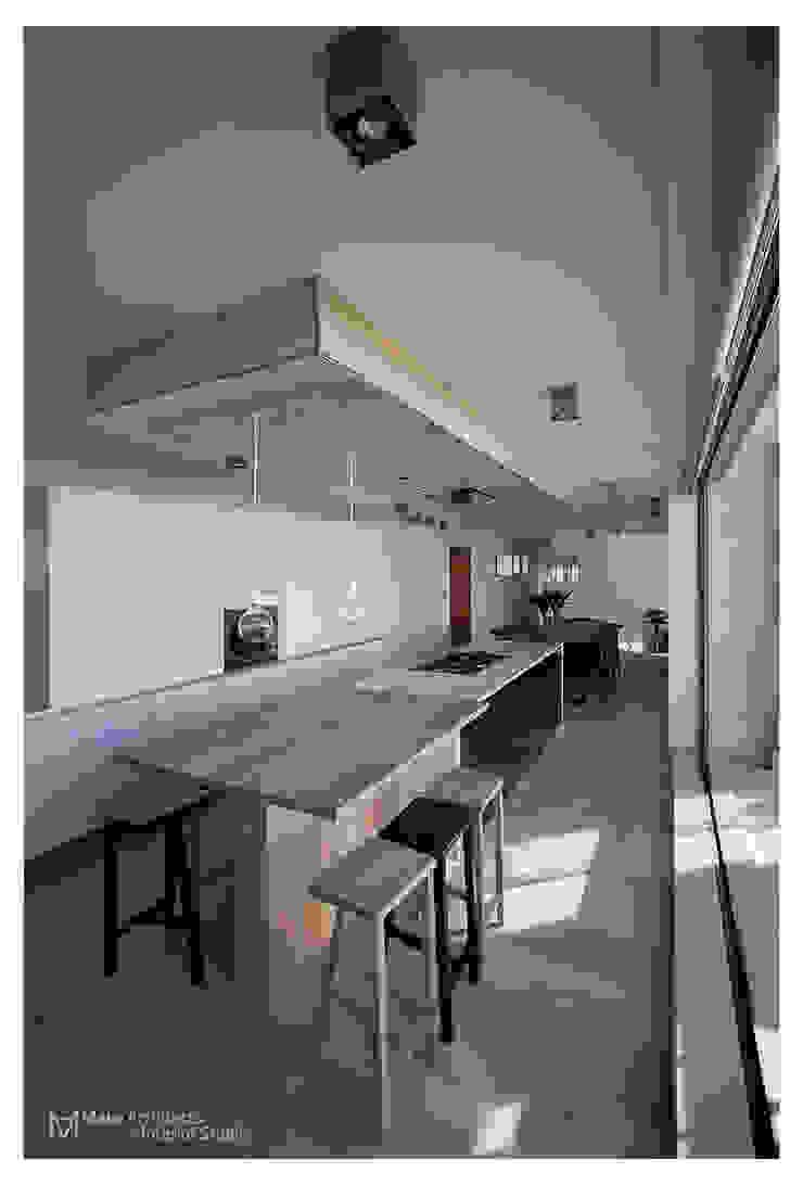現代廚房設計點子、靈感&圖片 根據 Make Architects + Interior Studio 現代風